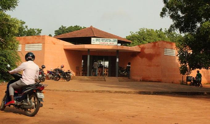 Togo: l'interdiction de vente du pure Water de 25 francs fait grincer les dents des étudiants