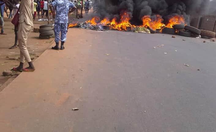 Togo: un homme atteint par une balle réelle à Tsevié, un groupe de jeunes riposte